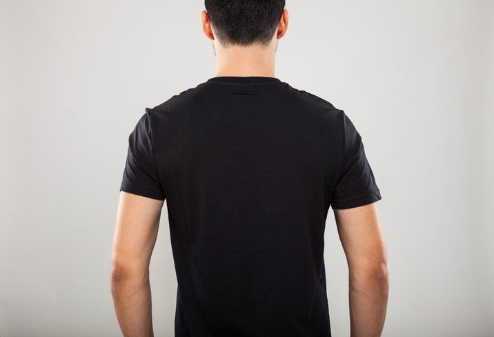 Back portrait of a model wearing a black t-shirt